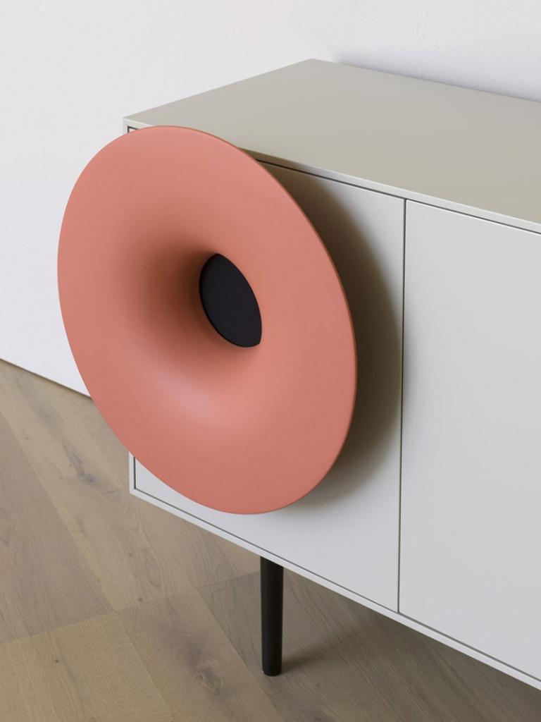 Horn cabinet 02